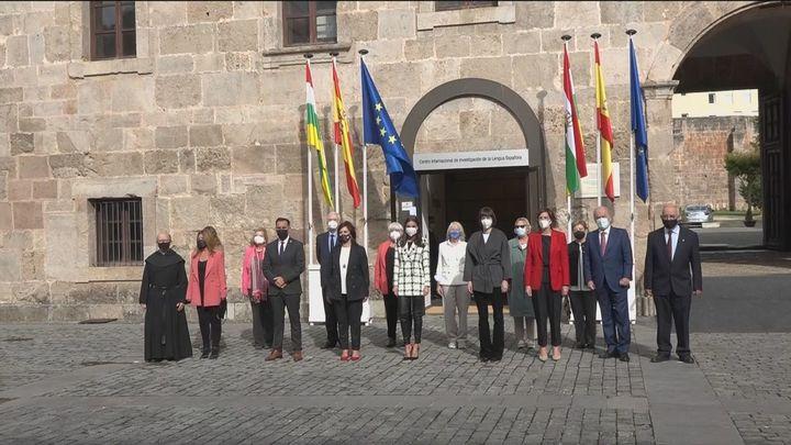 La Reina Letizia clausura en San Millán el seminario sobre Lengua y el Periodismo centrado en la Covid-19