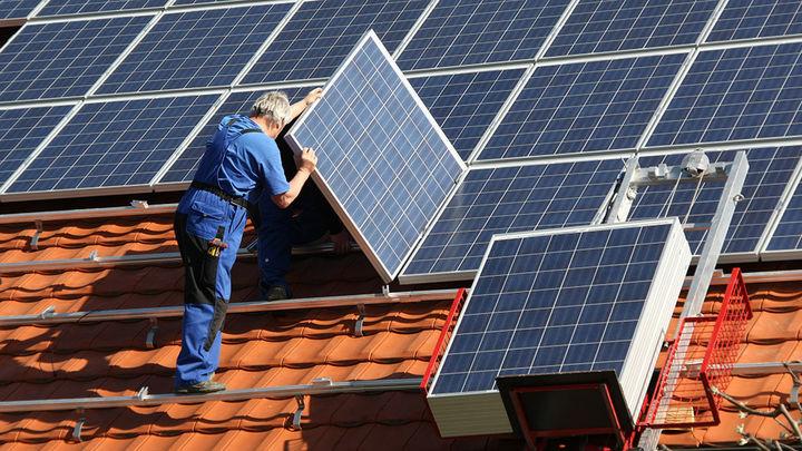 Madrid elimina la obligación de pedir licencias para poner placas fotovoltaicas para autoconsumo