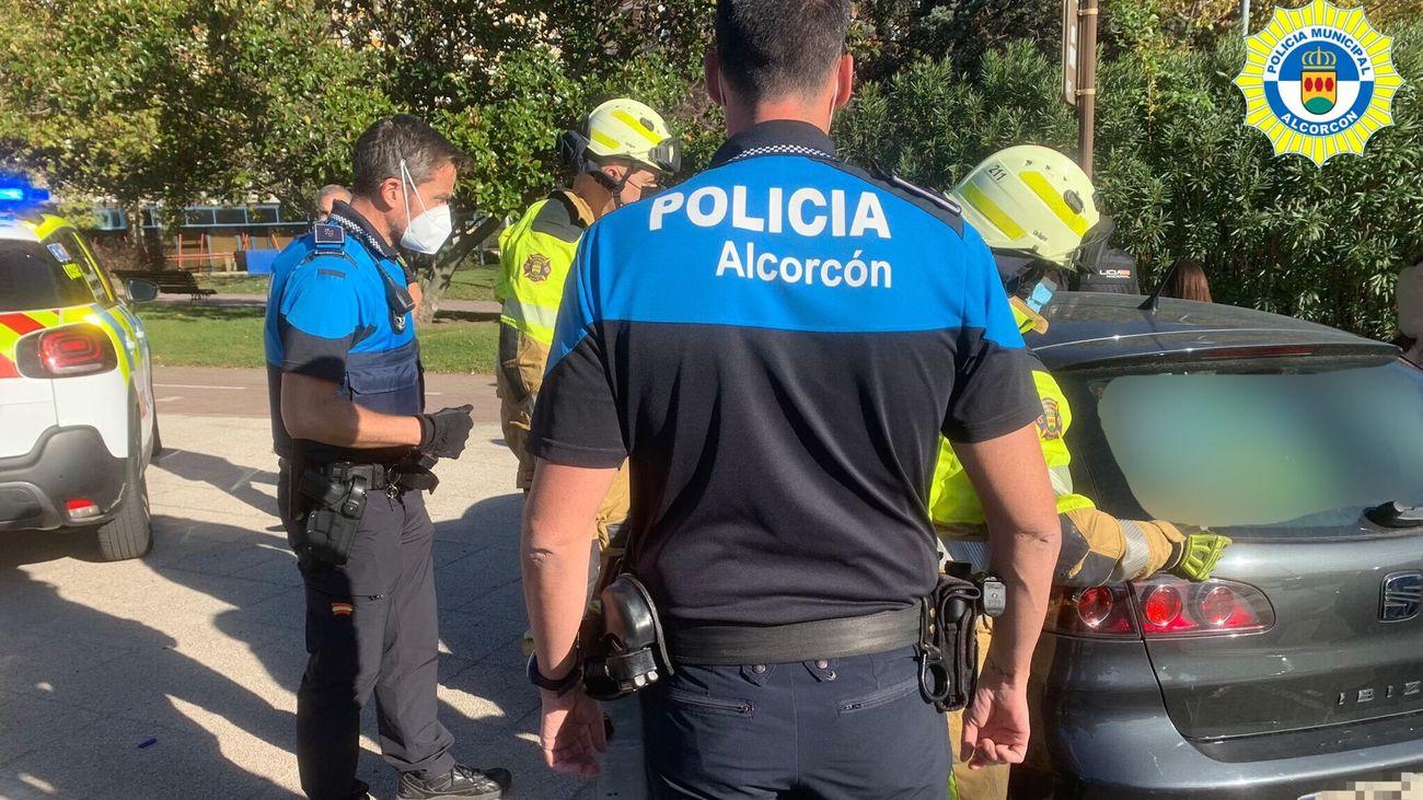 Rescatado en Alcorcón un niño de dos años que había quedado atrapado en el interior de un coche