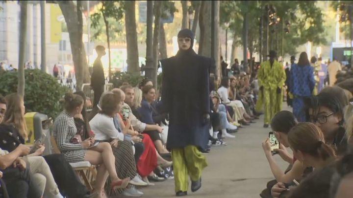 Desfile de moda de Palomo Spain en el Paseo del Prado