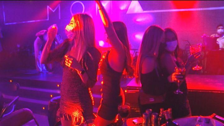 El baile vuelve a las discotecas y locales de ocio nocturno de Madrid