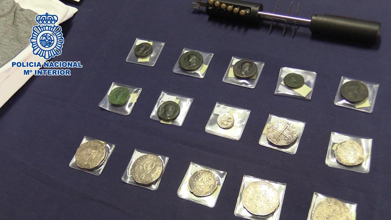 Detenidos en Madrid unos butroneros que robaron 120.000 euros en monedas del Imperio romano