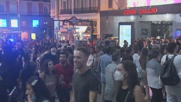 El centro de Madrid a rebosar con el buen tiempo y el levantamiento de restricciones