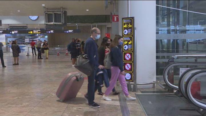 Los aeropuertos eliminarán  pronto las restricciones de acceso a las terminales