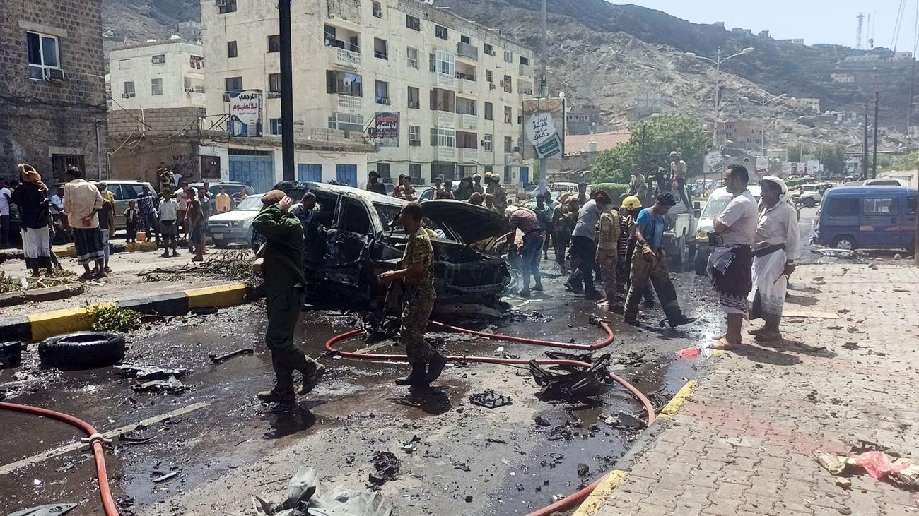 Un coche bomba mata a seis personas al paso del convoy del gobernador de Adén