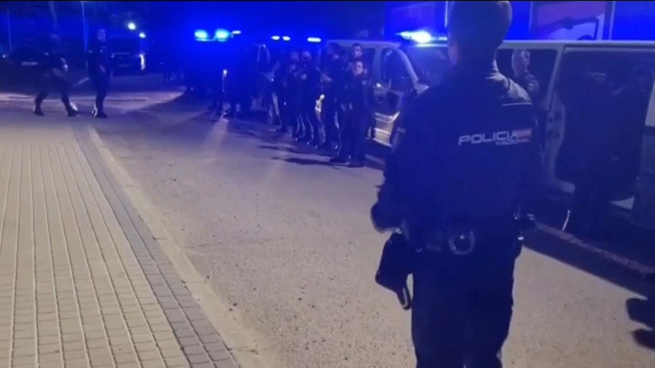 55 jóvenes detenidos tras otra noche de altercados y robos en el parque del Oeste