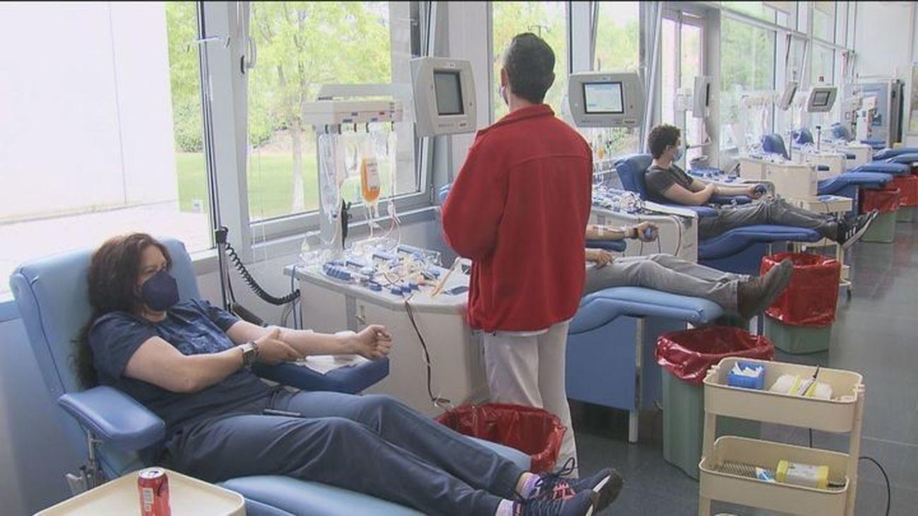 Los hospitales madrileños necesitan de forma urgente donaciones de sangre de los grupos 0-, A- y B-