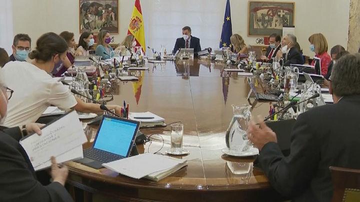 """El Gobierno afirma que propone sacar las instituciones de Madrid para """"compartir el Estado"""""""