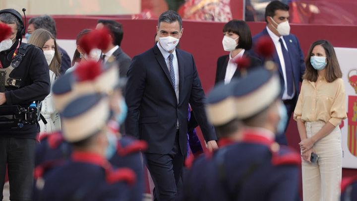 Abucheos a Sánchez al inicio del desfile del 12-O  pese a distancia del público de tribunas y su ajustada llegada