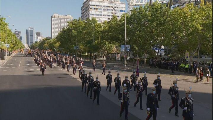 Un desfile de tierra con mascarillas y con menos efectivos por la pandemia