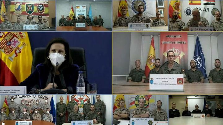 Robles, a las tropas: estáis llevando el pabellón de España muy alto