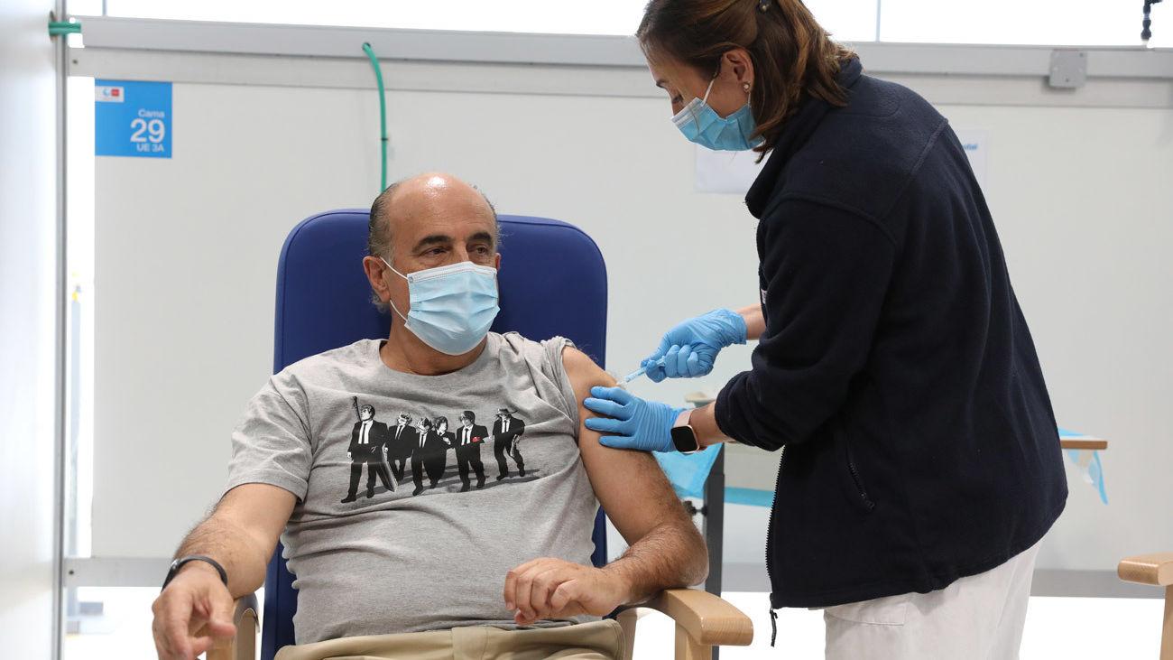 """Zapatero ve """"más necesario"""" ahora vacunarse de la gripe que una tercera dosis covid"""