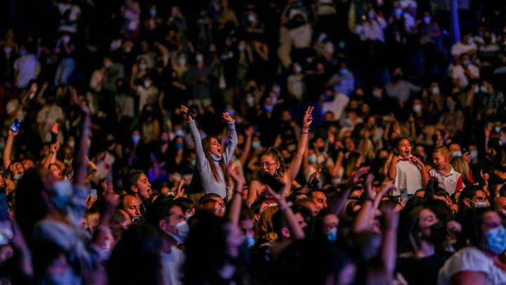 Ana Mena, Omar Montes y Yotuel hacen vibrar el Wizink en el primer concierto sin límites de aforo
