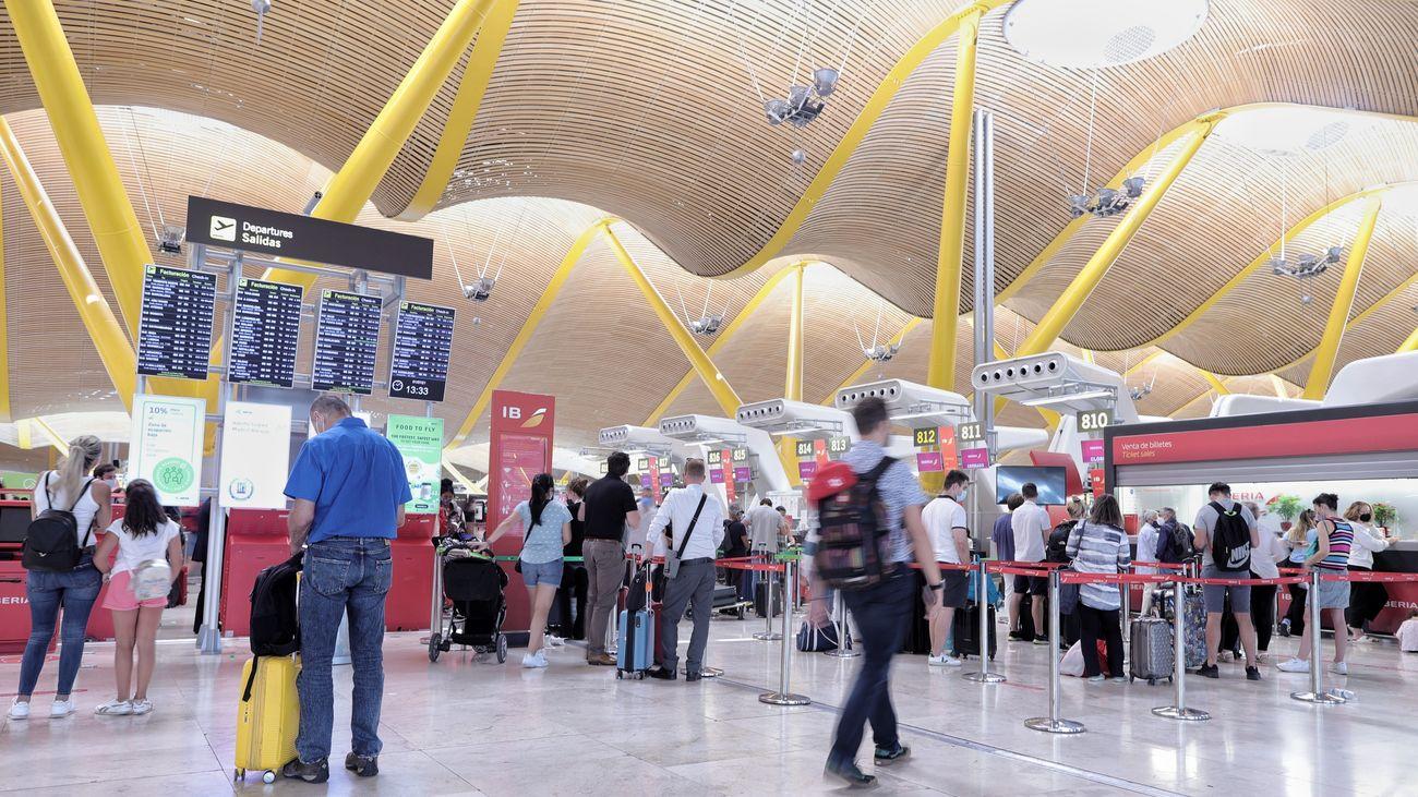 El Gobierno levanta desde este viernes la limitación de acceso a los aeropuertos