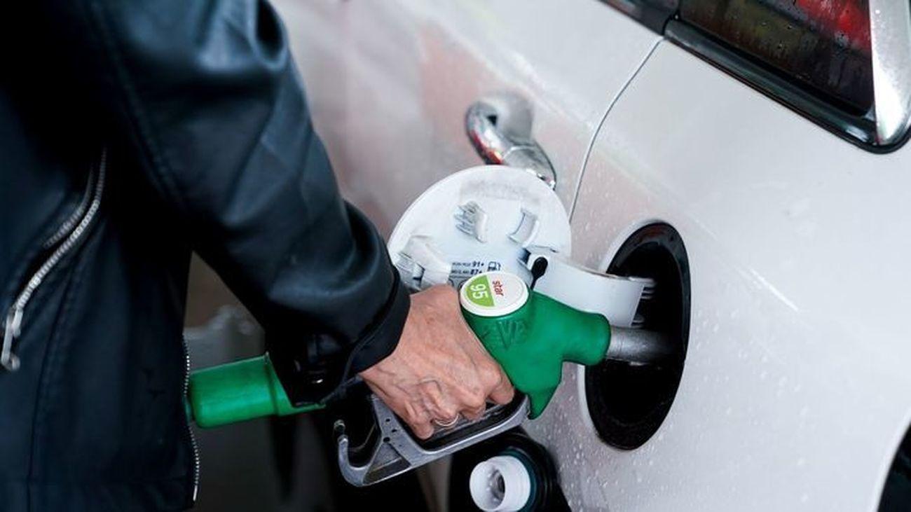 La gasolina sube un 1,24% y marca precios máximos desde septiembre de 2013 y el diésel sube un 1,98%