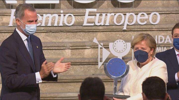 """El Rey entrega a Merkel el premio Carlos V y asegura que pasará a """"la historia de la UE con mayúsculas"""""""