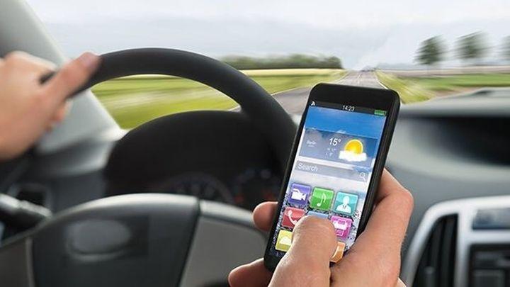 El uso del móvil principal causa de los accidentes por distracciones al volante