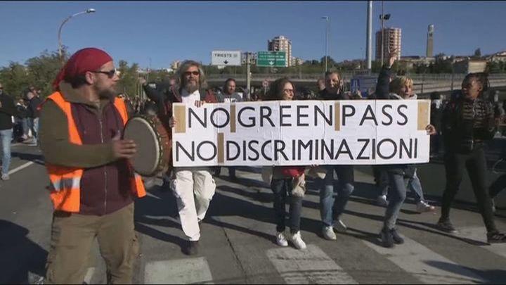Protestas en Italia y colapso en los puertos contra la exigencia del 'pasaporte Covid' para entrar a trabajar