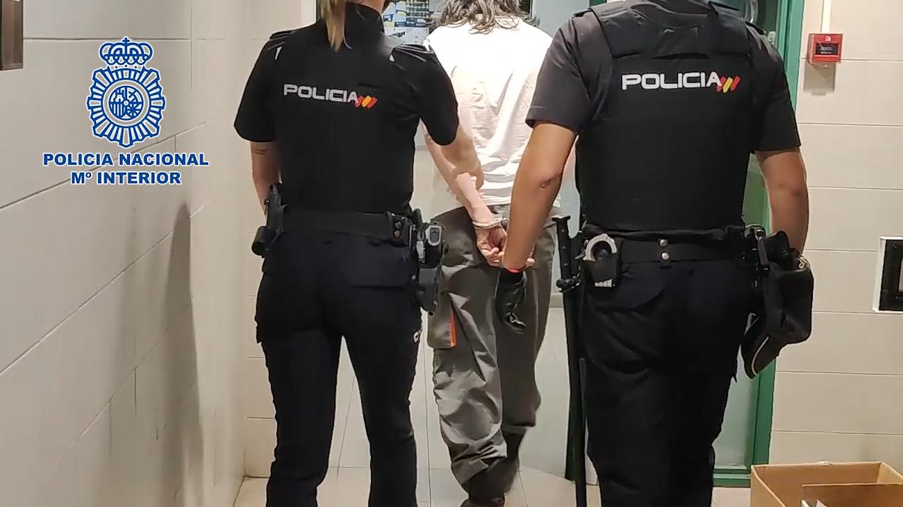 Detenido en Chamberí por simular ser un trabajador de mantenimiento para vender droga como 'telepopper'