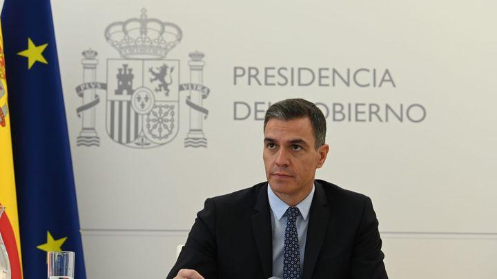"""Sánchez critica la """"estrategia electoral"""" de Ayuso, quien carga contra el Gobierno por """"desvertebrar España"""""""