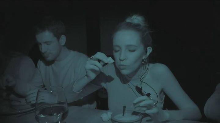 Menú sorpresa y a oscuras para potenciar los sentidos en 'Dans Le Noir' de Madrid