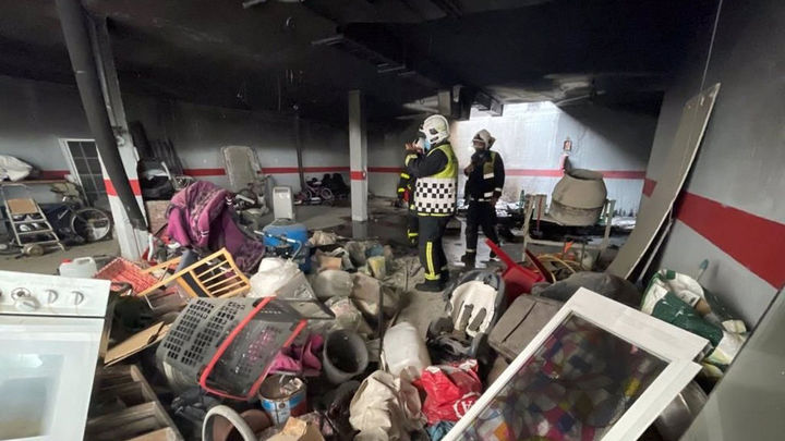 Arde parte de un garaje en Leganés donde se almacenaban electrodomésticos y muebles viejos
