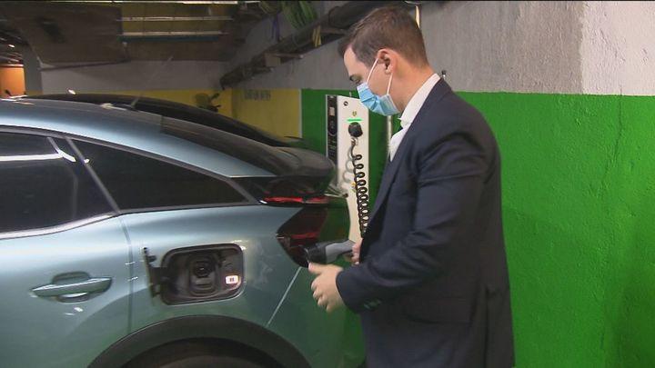 Madrid instalará más puntos de recarga para coches eléctricos en intercambiadores y zonas comerciales