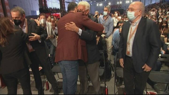Sánchez se reencuentra con Felipe González en la segunda jornada del 40 Congreso Federal del PSOE