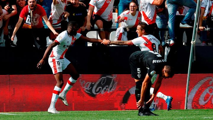 2-1. El Rayo gana al Elche y sigue invicto en Vallecas