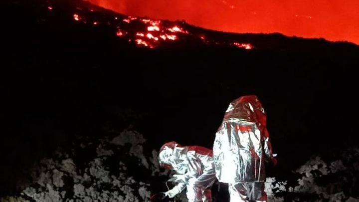 El volcán de La Palma sigue a plena potencia tras un mes de devastación y sin signos de parar