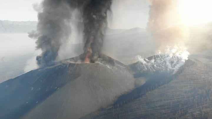El volcán de La Palma cumple un mes expulsando lava