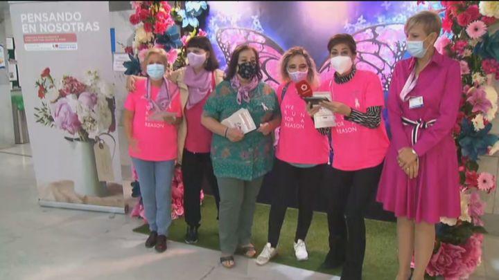 Los actos del Día del Cáncer de Mama llenan de rosa el Hospital Ramón y Cajal