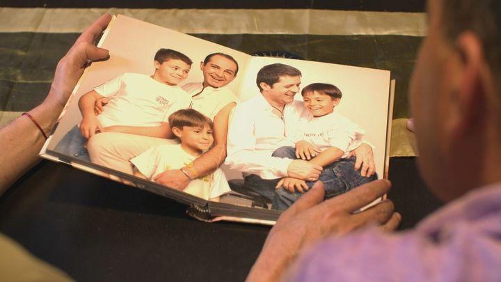 La emotiva historia de la primera familia numerosa gay de la Comunidad de Madrid