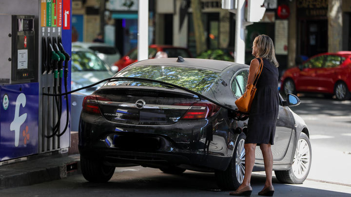 El precio de gasolina y el gasóleo sigue al alza y vuelve a marcar máximos anuales