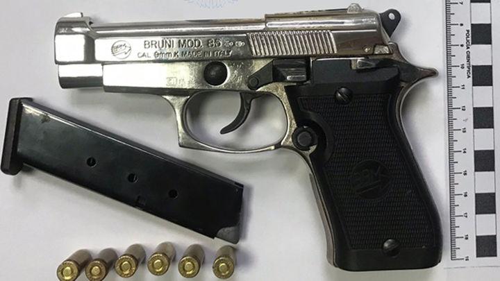 Intervienen en Tetuán una pistola cargada a un menor, que dice que la tenía para defenderse