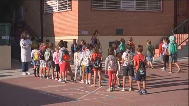Darias pide a Madrid no anticiparse a otras regiones en la retirada de las mascarillas en los recreos
