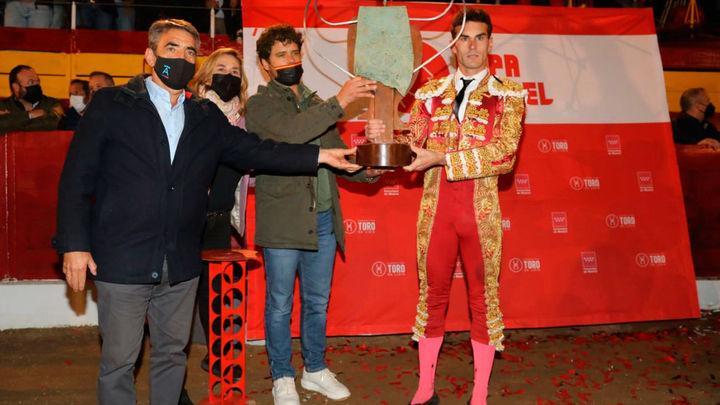 Fernando Adrián gana la Copa Chenel tras cortar tres orejas en Cadalso de los Vidrios (parte 1)