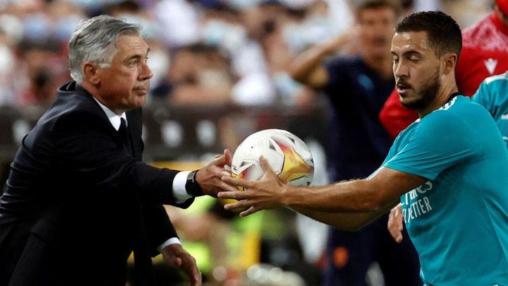 """Ancelotti avisa a Hazard: """"El problema que tiene es que el entrenador prefiere a otro"""""""