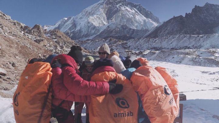 Primer ascenso inclusivo al Everest