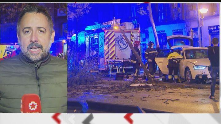 Susto en la calle Carranza por el accidente de un coche que se estrelló contra varios árboles